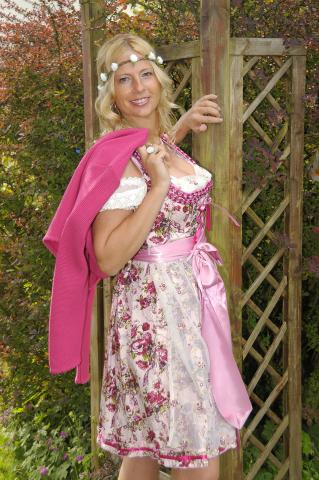 Dirndl romantisch in rosa